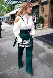 Riley Keough completed her outfit with a pair of high-waisted emerald pants, also by Juan Carlos Obando.