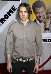 Dax Shepard was dapper in a gold button-down and black jeans at the premiere of 'When in Rome.'