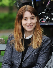 Rooney Mara wore her hair in minimally styled layers while shooting a scene for her movie 'The Bitter Pill'.