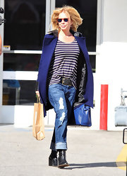 Rosanna Arquette showed off her black leather wedge boots by cuffing her distressed boyfriend jeans.