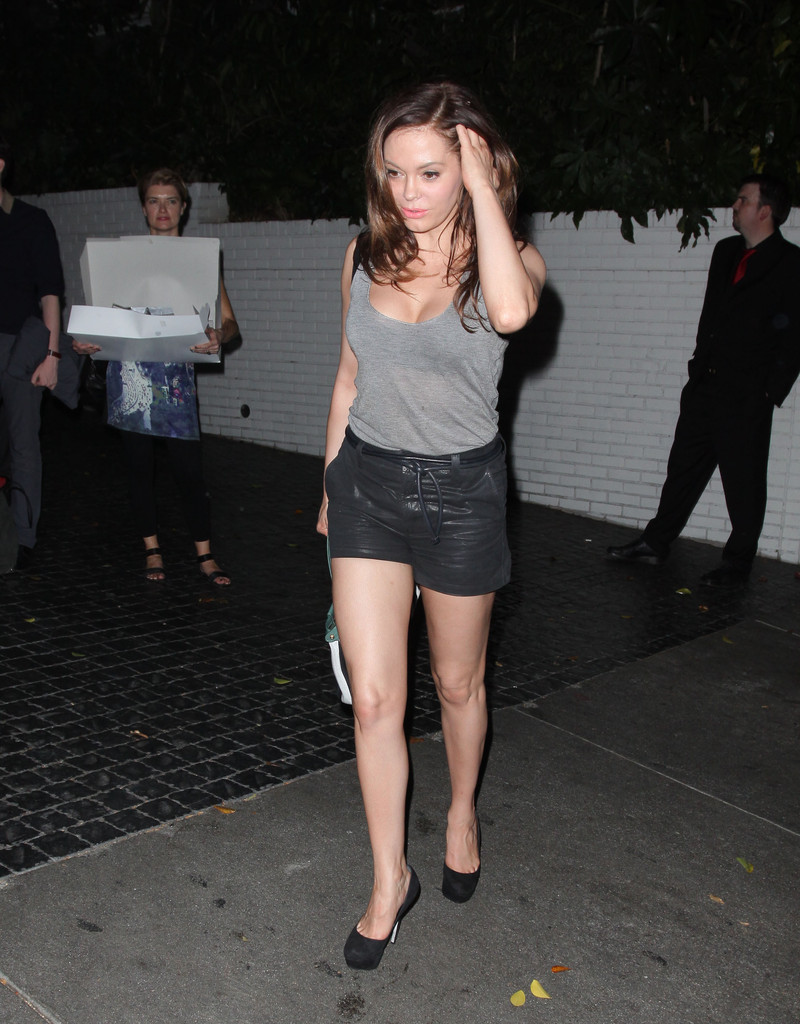 Rose Mcgowan Pumps Rose Mcgowan Looks Stylebistro