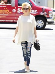 Rose chose totally cool distressed jeans for her casual look while out in California.