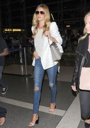 Rosie Huntington-Whiteley was a chic traveler in a printed white Chloe blazer.