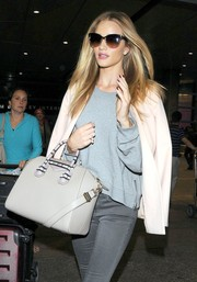 Rosie Huntington-Whiteley topped off her airport ensemble with a chic pair of cateye sunglasses.