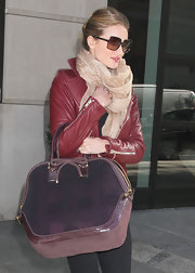 Rosie Huntington-Whiteley complemented her burgundy jacket with an oversize plaid tote with a charming bow detail.