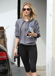 Even during a workout Rosie Huntington-Whiteley manages to look stylish in this gray zip-up hoodie with cool ruched sleeves.