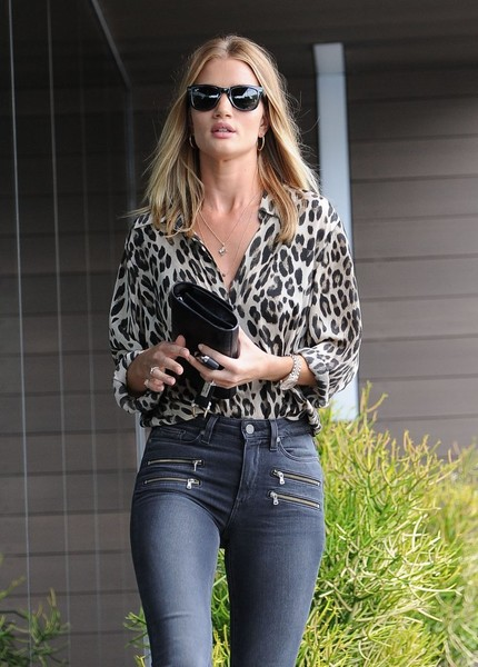 More Pics of Rosie Huntington-Whiteley Print Blouse (4 of 13) - Rosie Huntington-Whiteley Lookbook - StyleBistro