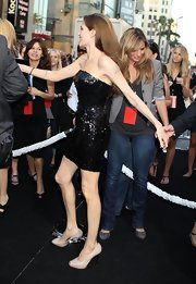 Angelina donned two-tone peep-toe pumps for the 'Salt' premiere.