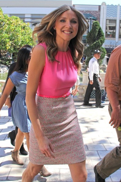 More Pics of Sarah Chalke Day Dress (1 of 21) - Sarah Chalke Lookbook - StyleBistro