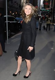 Sarah Chalke chose this knee-length wool coat for her winter coverup while stopping by 'Good Morning America.'