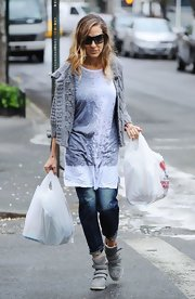 Sarah Jessica chose this thick gray cardigan for her easy-going street style.