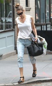 Sarah Jessica Parker chose a classic white tee for her daytime look while running errands in NYC.