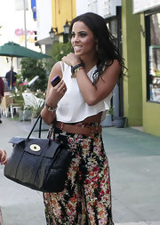 Rochelle Wiseman showed off some skin in a loose ivory crop top.