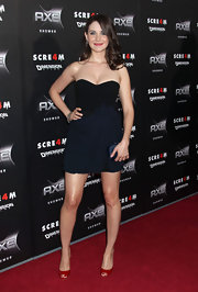 Alison Brie's bow-adorned strapless LBD at the 'Scream 4' premiere was a perfect blend of sweet and sultry.