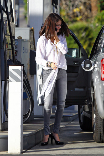 More Pics of Selena Gomez Skinny Jeans (1 of 16) - Selena Gomez Lookbook - StyleBistro