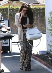 Selena rocked the baggy boho look with this oversized tan cardigan.