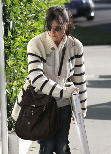 Selma Blair kept her low-key look pulled together with a chocolate leather satchel and a striped cardigan.