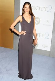 Alessandra went for a minimalist look in this eggplant maxi-dress for the 'SATC 2' premiere in NYC.