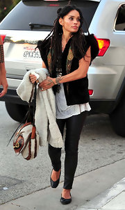 Lisa Bonet carried her multi-colored leather satchel to the Shine on Sierra Leone annual fundraiser.