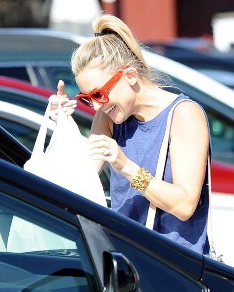 More Pics of Kate Hudson Cuff Bracelet (3 of 26) - Kate Hudson Lookbook - StyleBistro []