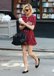 Sienna Miller kept it cute all the way down to her black Repetto ballet flats.