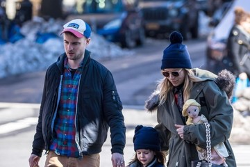 Sienna Miller Tom Sturridge Sienna Miller And Tom Sturridge Out With Their Daughter In NYC