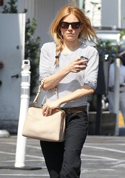 Sienna Miller's ecru single-strap tote gave a dose of vintage elegance to her casual outfit.