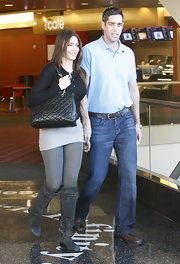 Sofia Vergara carried a timelessly chic black Chanel bag on a trip to the mall.