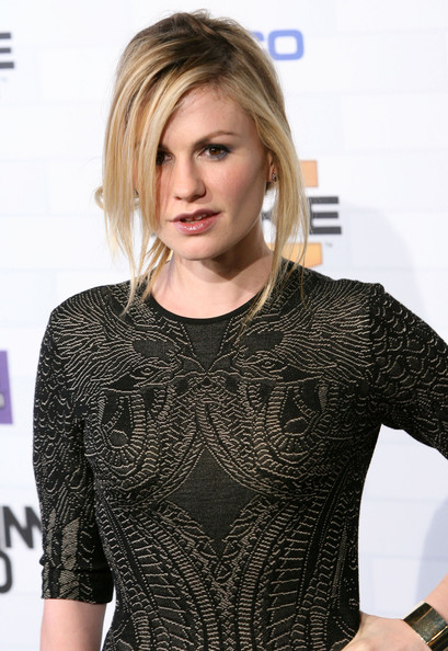 Anna showed off a loose bun while hitting the red carpet at the Scream Awards.