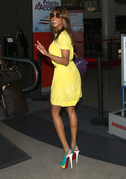 More Pics of Stacey Dash Shirtdress (1 of 9) - Stacey Dash Lookbook - StyleBistro