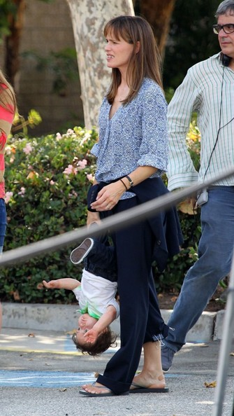 More Pics of Jennifer Garner Print Blouse (5 of 47) - Jennifer Garner Lookbook - StyleBistro