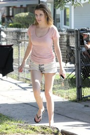 Anna Kendrick teamed her tee with white jean shorts.