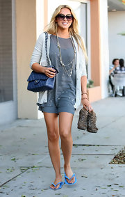 Stephanie Pratt hit the nail salon carrying her classic blue quilted Chanel flap bag with a silver chains trap