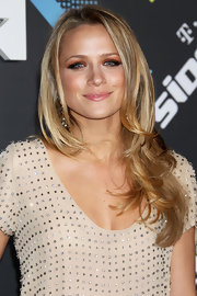Shantel VanSanten styled her honey-blond locks into soft curls at the T-Mobile launch party.