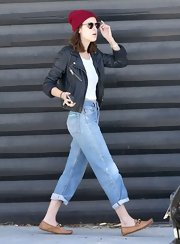 Tallulah Willis paired high-waisted jeans with a black leather jacket for a retro-inspired look.