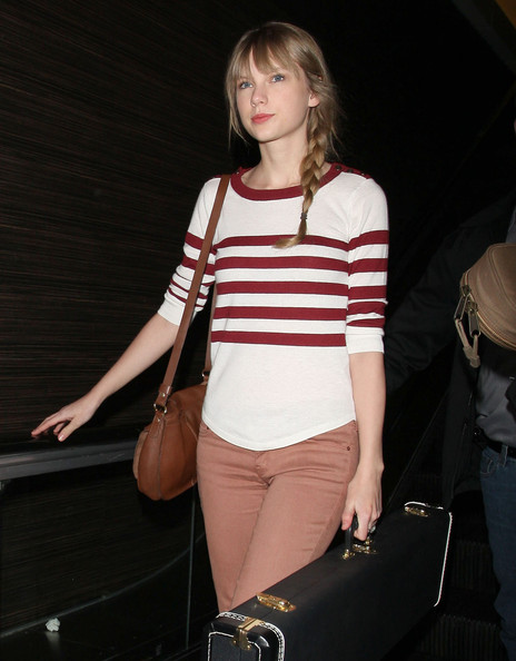 More Pics of Taylor Swift Flat Oxfords (1 of 14) - Flat Oxfords Lookbook - StyleBistro []