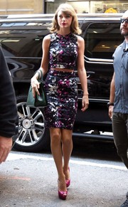 Taylor Swift teamed her stylish separates with fuchsia platform peep-toes by Christian Louboutin.