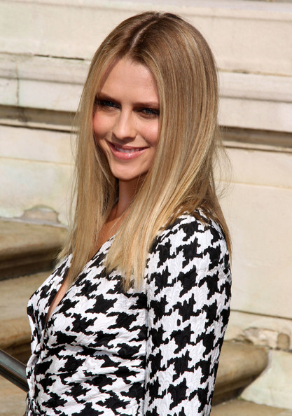 Teresa Palmer Long Straight Cut