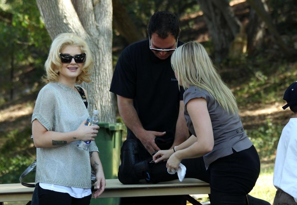 More Pics of Kelly Osbourne Cateye Sunglasses (1 of 30) - Kelly Osbourne Lookbook - StyleBistro