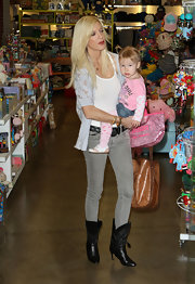 The stylish mommy sported skinny jeans with black leather slip on boots. The small heel was more comfortable for the baby-toting star and the loose style made them easy to pair of jeans.