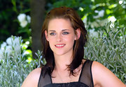 Kristen wore soft makeup that highlighted her jade eyes and completed her look with tousled layers.