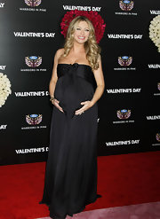 Rebecca was glowing in her floor length black maternity gown at the 'Valentine's Day' premiere.