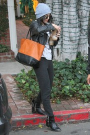 Vanessa Hudgens rocked a casual look with a brown and black leather tote.