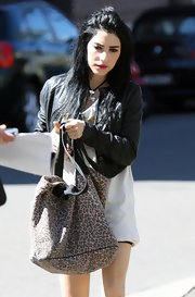Lisa Origliasso conveniently brought with her an animal print carry all bag at the Nova Radio Station.