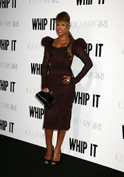 Eve complemented her dress with a retro-looking black patent leather frame clutch at the 'Whip It' premiere.