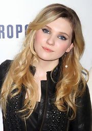 Abigail Breslin wore bold sweeps of liquid liner at the 2011 Jingle Ball.