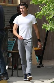 Zac looked totally casual on the set of 'Townies' when he wore this plain white tee and a pair of sweatpants.