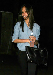 the subtle braiding on Zoe Saldana's black leather tote matched the western vibe of her chambray button up.