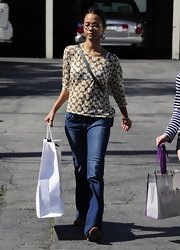 Zoe Saldana opted for a super casual look when she paired these classic blue jeans with a print top.