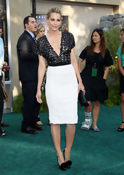 Lesie Bibb teamed her intricate black-and-white cocktail dress with a pair of black rosette-adorned pumps.